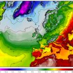 Temperaturi de pana la 42 de grade posibile joi in sud-estul Europei. Linia frontului rece este foarte bine delimitata pe nordul Italiei, vestul Ungariei si estul Slovaciei. Sursa: meteomodel.pl, model GFS.