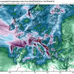 Cantitatile de apa estimate a se acumula pana luni, 15 februarie. In vestul tarii si in Transilvania local se vor acumula pana la 50 de mm, in timp ce in masivele montane din sud-vestul Romaniei, pe fondul accentuarii orografice a precipitatiilor, cantitatile de apa pot ajunge (cumulat pe intreg intervalul) chiar si pana la 150 de mm, existand riscul unor inundatii localizate, in special pe raurile de munte. Sursa: tropicaltidbits.com, model GFS.